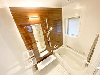 バスルームリフォーム 木目調パネルがモダンなユニットバス&使いやすくなった洗面所