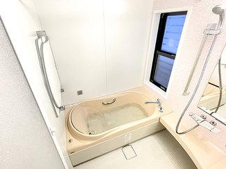 バスルームリフォーム 孫も喜ぶ、リラックスタイムを楽しめる肩湯つきのお風呂